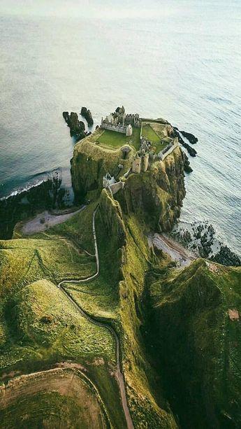 Dunnott Castle, Scotland Blogposts on www.britishvacationrentals.com #travel #tourism #greatbritain #vacation #britain #holidaylettings #britishvacationrentals #discoverbvr #visitbritain
