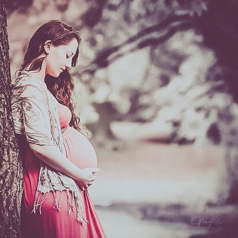 """""""Always be on the lookout for the presence of wonder."""" #pregnancyphotosession #photographer #canon #canonphotography #canonphotographer #canonphotographers #canonmark3 #canonmarkiii #canonmarkiii5d #nature #walk #pregnancyphotos #babybumpphotography #babybump #maternityphotography #maternityshoot"""