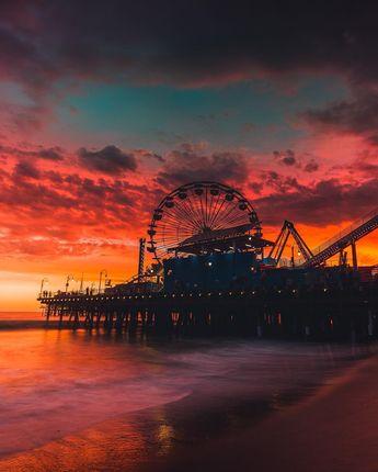 Quand le soleil fait son frais. Coucher de soleil sur le quai de Santa Monica en Californie.  Repost: @neohumanity  #voyagevoyage #voyage #blogvoyage #paysage #instatravel