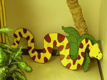 Decor idea for a jungle safari party