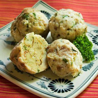 Knodles (German Bread Dumplings)