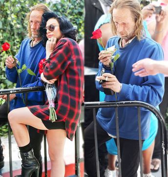 """Lady Gaga took a photo with and gave money to a homeless man. He said """"But I smell"""" and she """"don't worry, I smell too"""""""