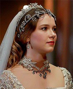Atike's wedding dress, 2x15