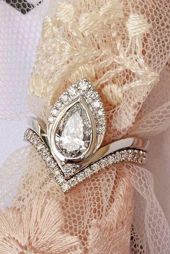 1 carat pear diamond unique engagement rings set white gold Silly Shiny Diamonds Atyasha pear diamond unique engagement ring with matching Deep V diamonds wedding band AMAZING #Diamondsjewellery #diamondrings