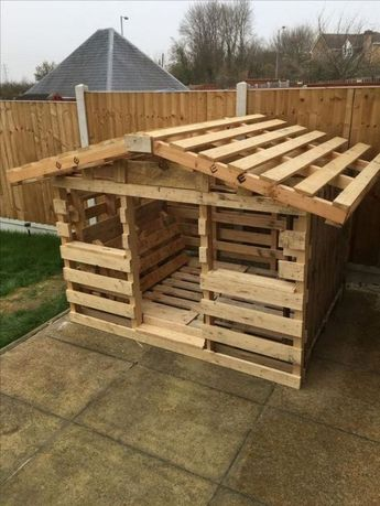 17 Stylish Pallet Dog House Designs We Love