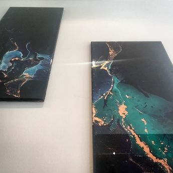 Two long pieces sitting pretty at @cottrefurbs 🌱💫✨ Each piece is 25cm by 60cm and can be hung vertically or horizontally 🌟 Still going through a green obsession 🌱🌿 #art #painting #perth #perthart #perthartist #cottrefurbs #cottesloe #interiors #wallart #decor #resin #resinart #resinartist #green #gold #reflection #egreenmackinlay