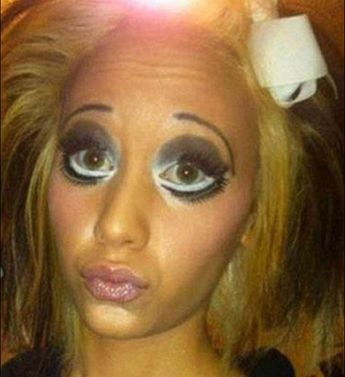 1559b45570e 20 Of The Worst Make Up Disasters That Once Seen Cannot Be Unseen