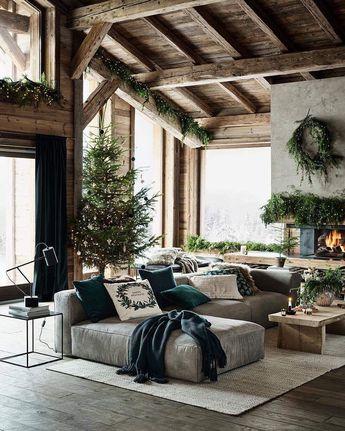 """ELLE Décoration France on Instagram: """"La décoration de Noël s'invite dans nos intérieurs ! Sapins, bougies et guirlandes lumineuses, on adore ce salon à l'esprit chalet qui nous…"""""""