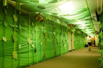 Love these walls for a jungle VBS