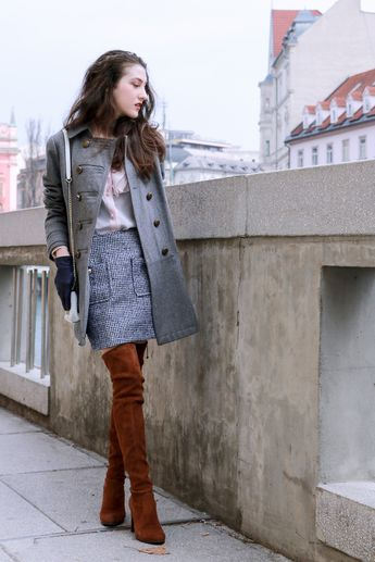 20e591b03693 Fashion blogger Veronika Lipar of Brunette From Wall Street sharing how to  style 5 different colours