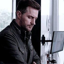 """Conny Burgers 🇳🇱💙🍀 on Twitter: """"Sweet dreams good day #RichardArmitage friends 🌸🍁☘️☘️… """""""