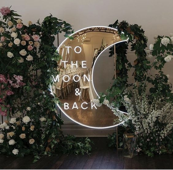 What a cute little addition to your wedding ✨ does it get any better than this neon sign? @sketchandetchcreative @prunellaflowers