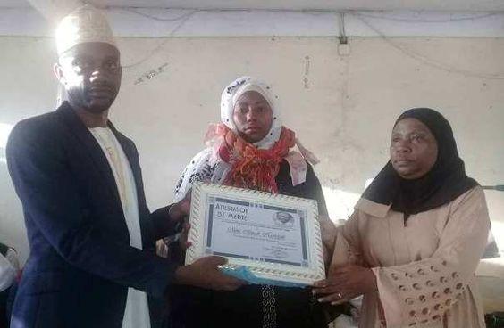Nyumadzaha bambao rend hommage à Haniya Mmadi pour son Doctorat en Médecine