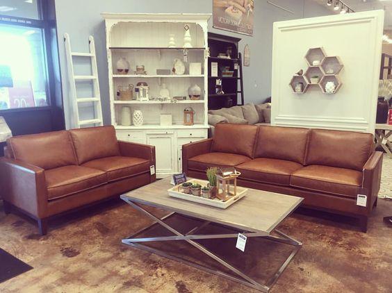 ách trang trí phòng khách nhà ống đẹp và nên mua sofa da ở đâu?