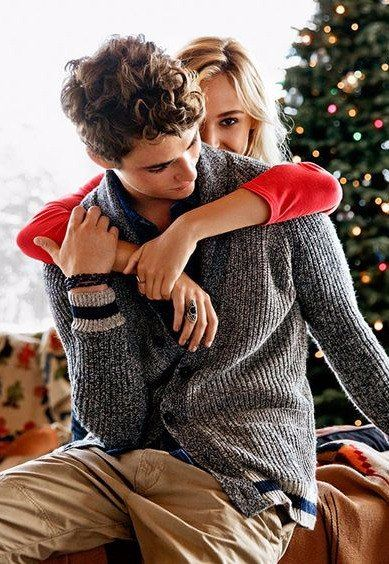31 Very Merry Christmas Photo Ideas for Couples - Today We ...