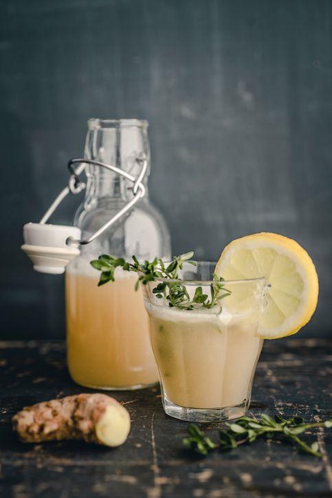 Met dit gember-citroendrankje kom je gezond de herfst door