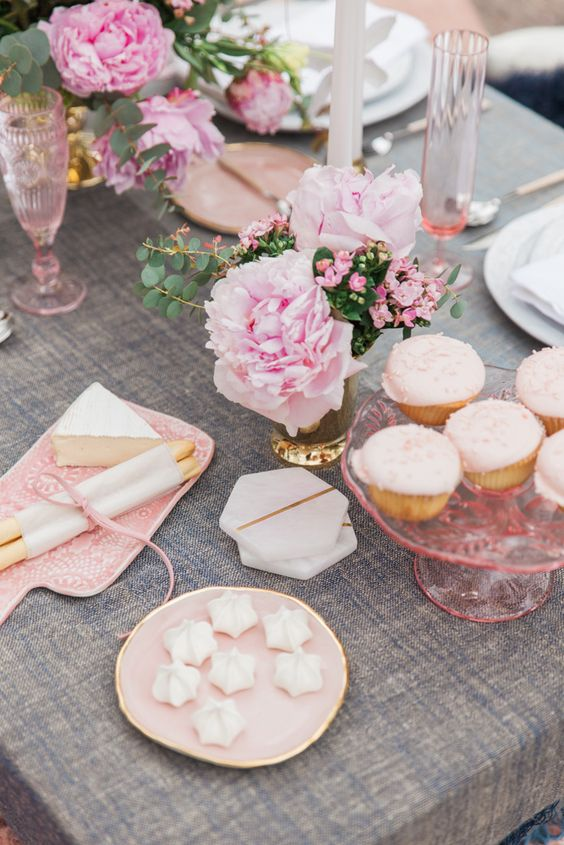 How to throw a Galentine's Day party for your girls this year!