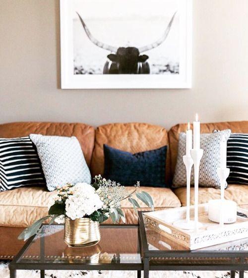 Cùng bắt tay làm phòng khách đẹp hơn với sofa da thật tphcm ngay nào!