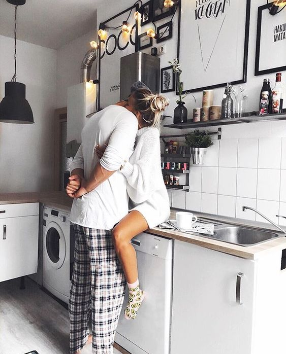 Cook together - 17 non-cheesy winter date ideas for when it's cold outside - Todaywedate.com