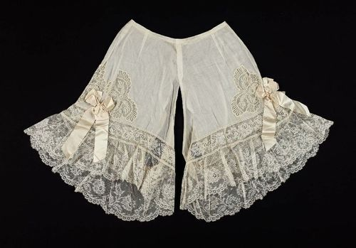 omgthatdress: Drawers 1900s The Museum of Fine Arts, Boston