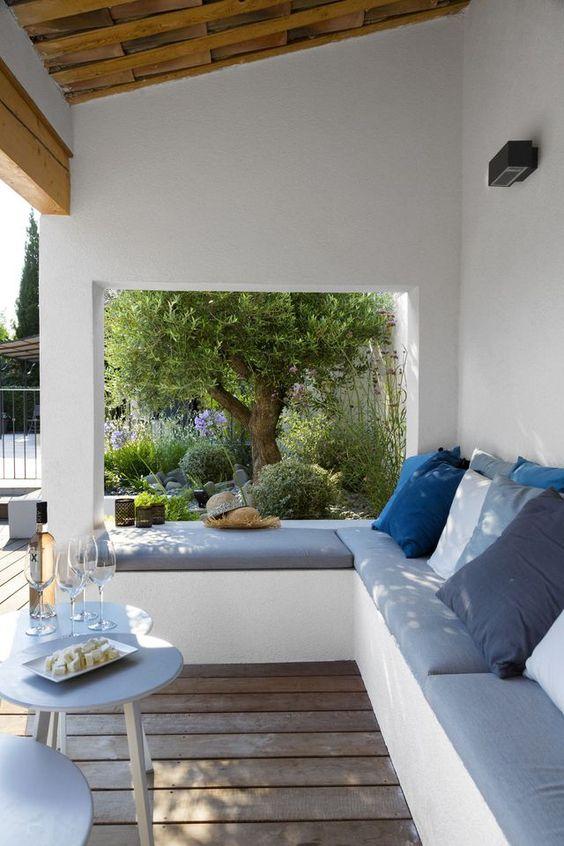 Necesito aa una interiorista antes de hacer nada... Quizá compre los palets para hacer un sillón para el jardín, en blanco clro!
