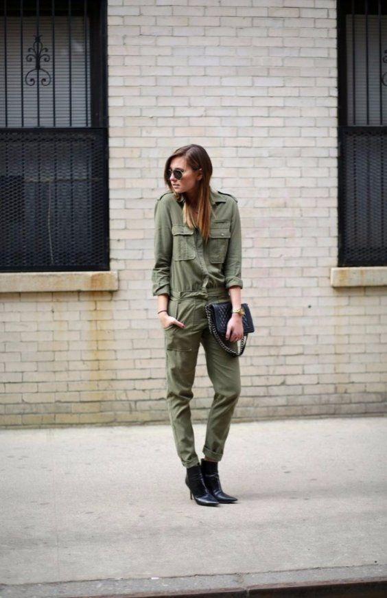 Keep it simple! Team your khaki overalls with black ankle boots & black clutch