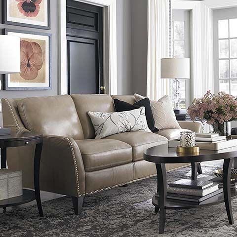 Mẫu phòng khách trang trí giản dị với tông màu xám cùng sofa da tphcm