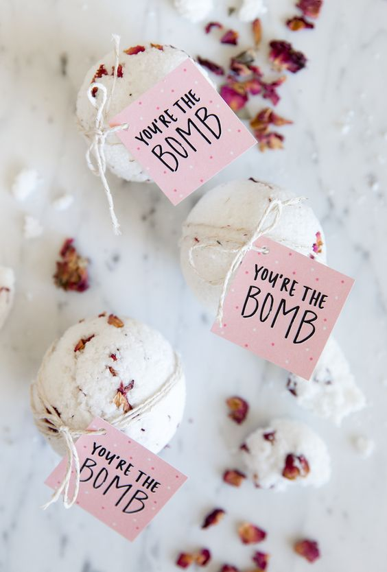 DIY Valentine's Day bath bombs