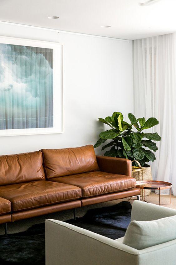 Phòng khách sang trọng hơn khi mua sofa da tphcm thư giãn