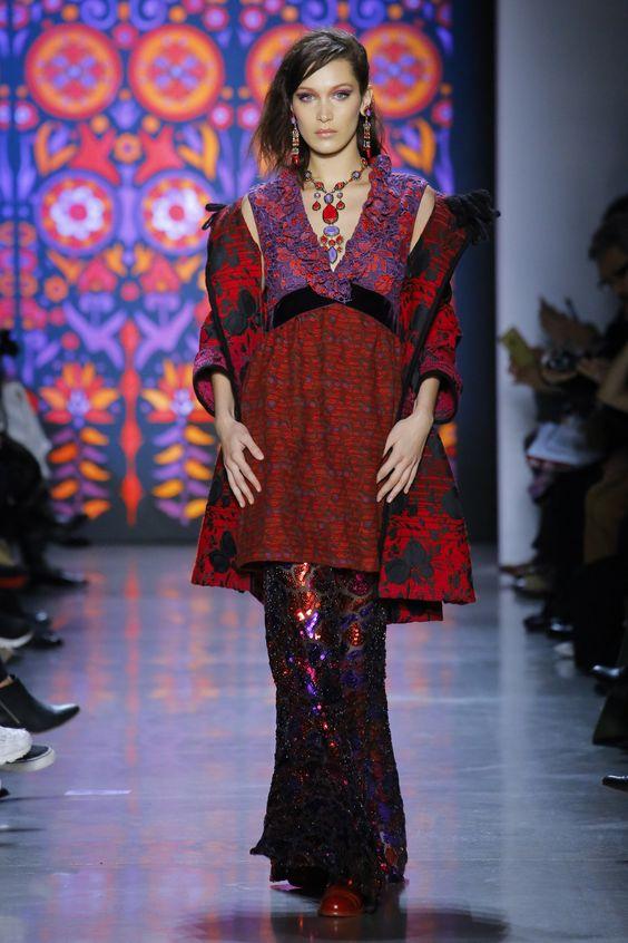 Anna Sui Fall 2018 Ready-to-Wear Collection - Vogue  #AnnaSui   #fashion  #Koshchenets