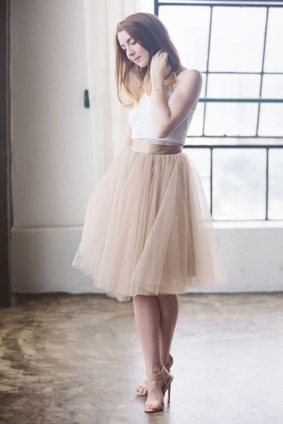 Chica con falda de tul color champagne