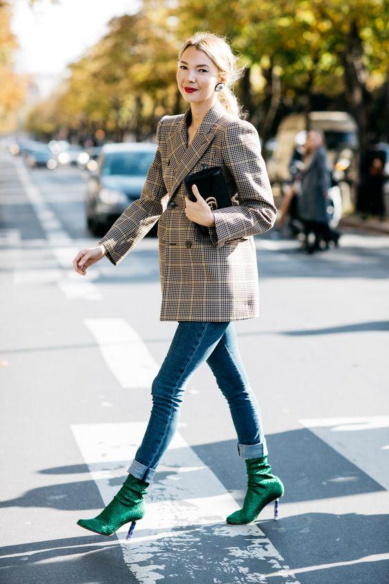 Este es, sin duda, el look de este otoño 2017. Americana grande y de cuadros, vaqueros y botín calcetín cañero y sexy. Me encanta 😍