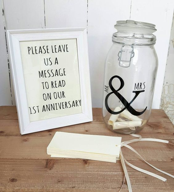 15 amazing wedding guest book ideas - Message in a bottle | CHWV