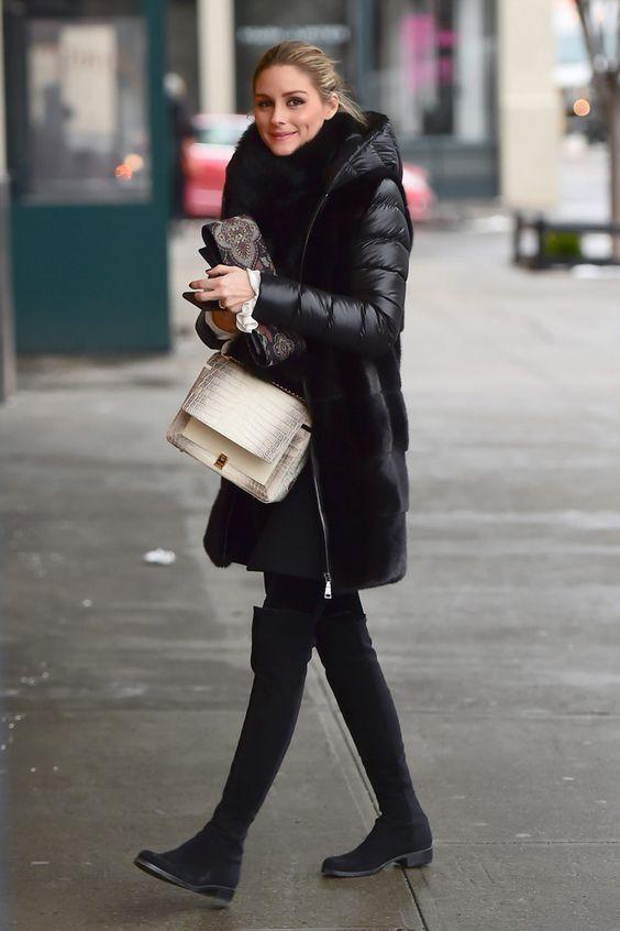 Look de invierno en negro.