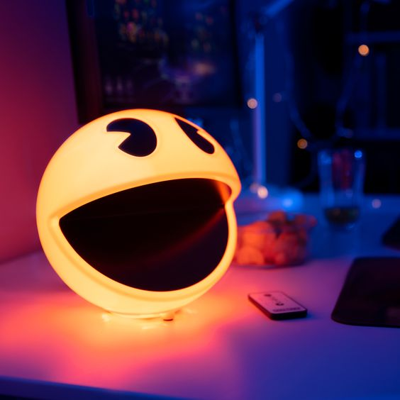 Pac-man lamp - unique birthday gifts for him - todaywedate.com