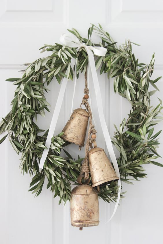 Get creative with these beautiful and easy DIY Christmas decor projects and ideas. From quick and easy wreaths, to stunning garlands and centerpieces.