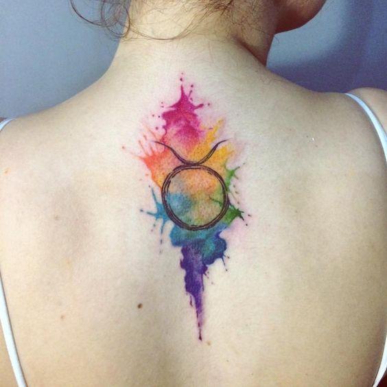 E finalmente minha primeira tatuagem! Feita pela talentosíssima @jasminwalsh. Estou completamente apaixonada #taurustattoo #taurus #tattoo…