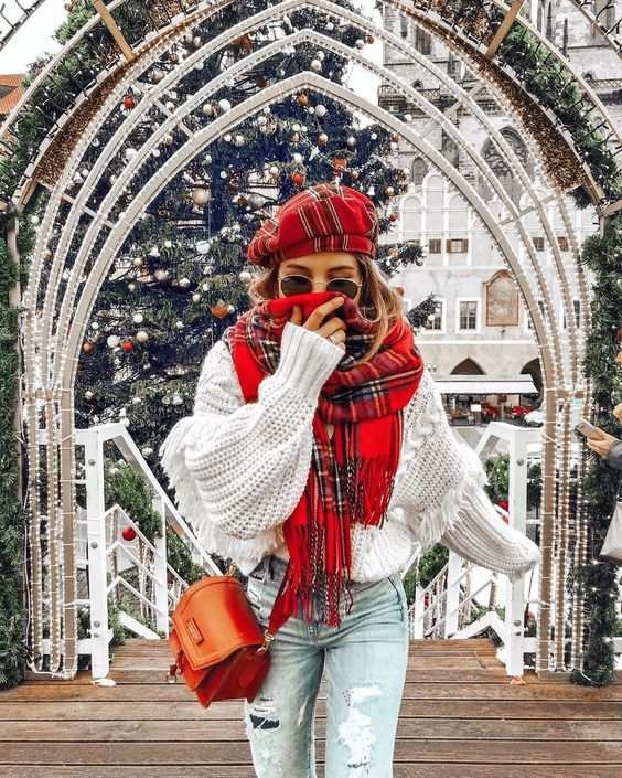 Use plaids for a popout look - best winter outfit ideas for a romantic date night - todaywedate.com