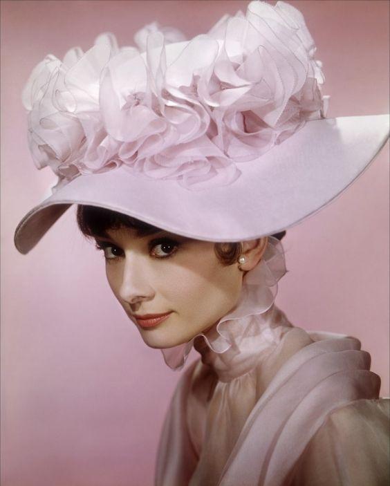 帽子の似合う女優オードリー・ヘップバーン