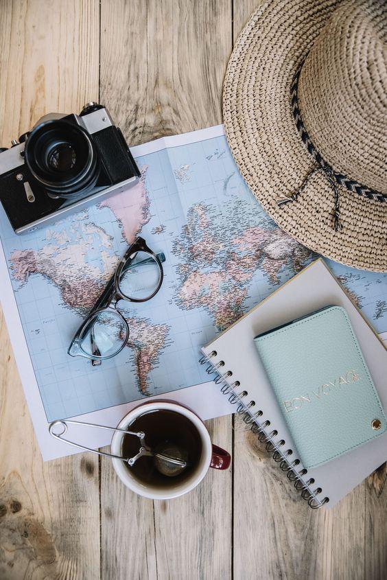 Vous partez bientôt en voyage ? Voici tous les objets qui vous sauveront la vie et vous apporteront confort et sécurité ! #aufeminin #voyage #partir #gadgets #accessoiresdevoyage #gadgetvoyage #vacances #astuce #astuces #conseilsvoyage #tips