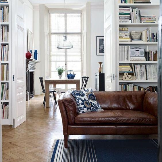 Thiết kế phòng khách trẻ trung hiện đại dù mua sofa da thật ở đâu