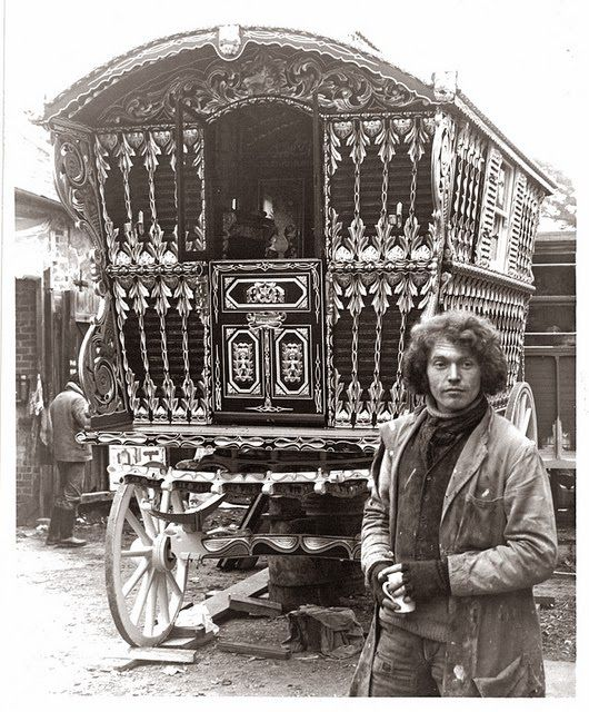 Some choice antique and vintage gypsy photos from the early to mid 1900s.   find these [and more]   HERE ...