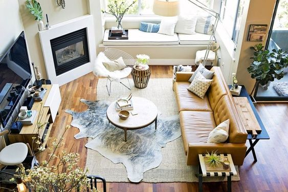 Bày trí sofa da thật tphcm cho nhà có ban công là phòng khách chính