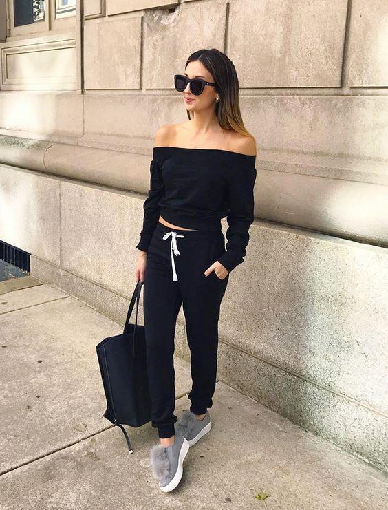 Chica con zapatillas con peluche