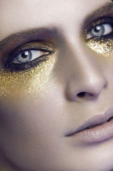 Glitter oro all over sugli occhi per Natale