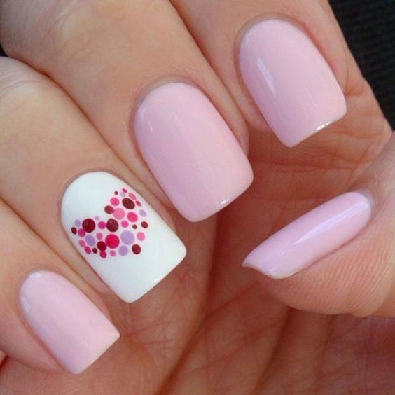 Unghie stive di colore rosa e bianco, decorazione disegno cuore con puntini colorati