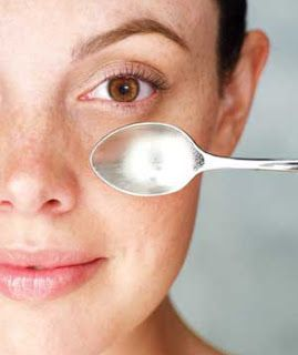 For cooling purpose, leave a spoon in freezer for 10 minutes. Take it out and apply under your eyes for 3 minutes. #EyeBagsTreatment