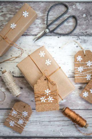Pacchi e pacchetti sotto l'albero di Natale – Arching – Architettura d'interni & home staging