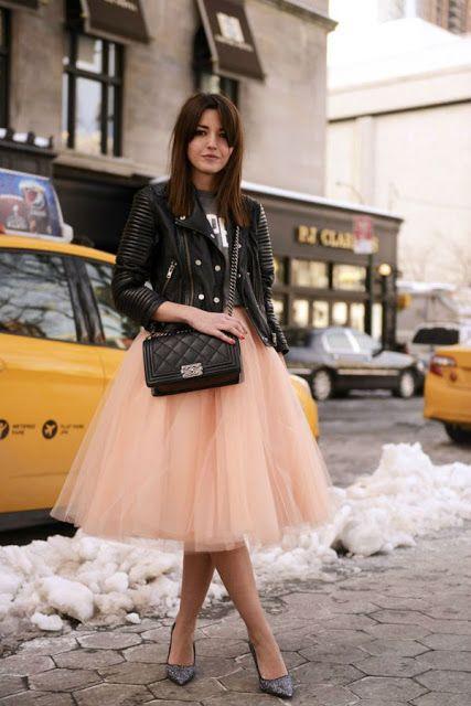 Las faldas de tul pueden integrarse a un look rockero.