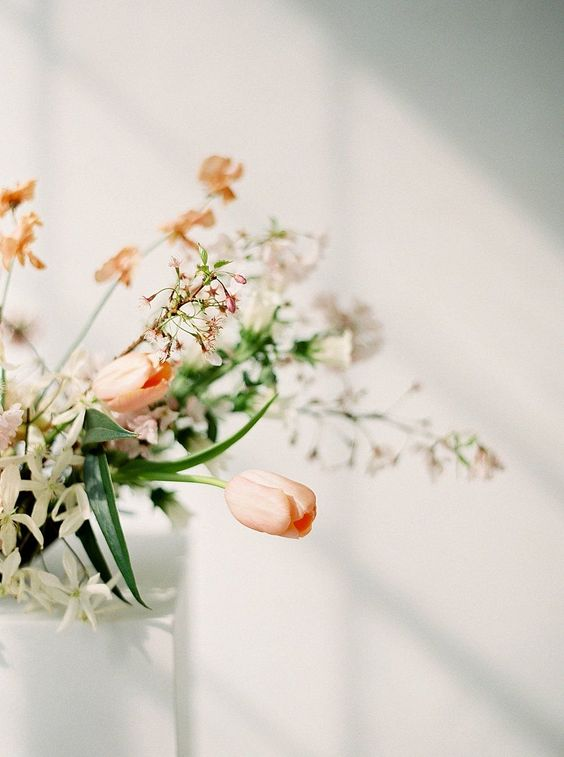 Wedding Tulip Bouquet | Modern, Minimalistic Spring Wedding Inspiration